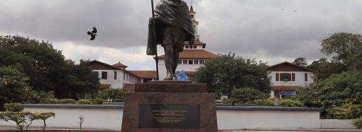 """غانا تزيل تمثال """"مهاتما غاندى"""" من حرم الجامعة الرئيسية"""