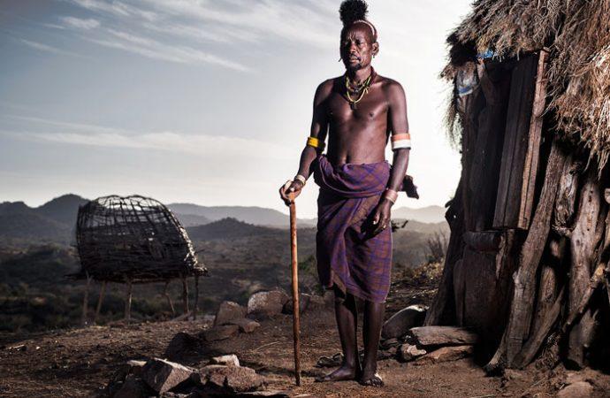 اللغات المحلية فى أفريقيا و فصائلها .